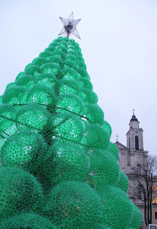 Ехо елха от рециклирани бутилки Спрайт в защита на природата