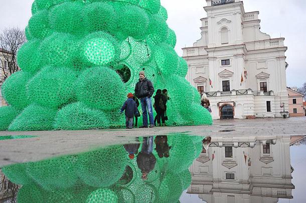 Ехо елха от рециклирани бутилки Спрайт в защита на природата (9)