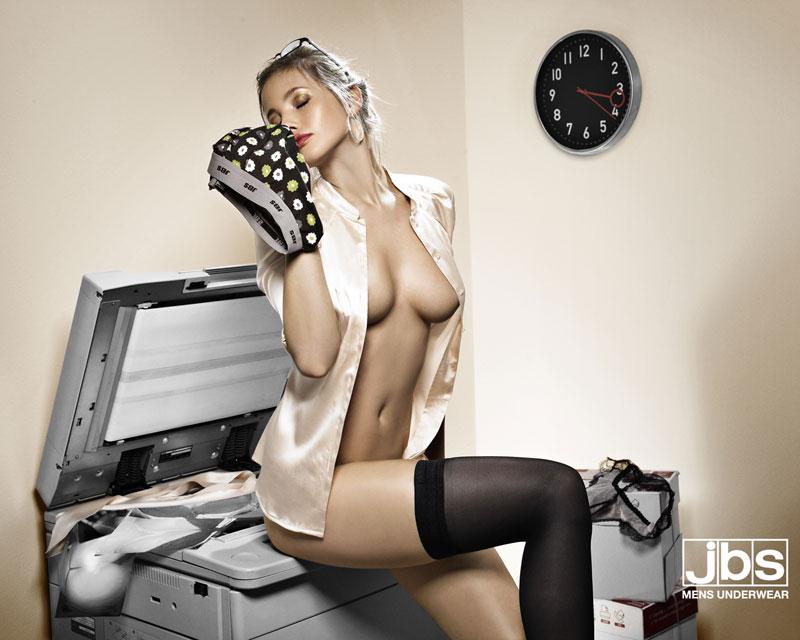 Секси печатна реклама 31