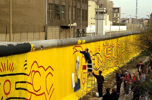 Берлинската стена, Кийт Харинг, 1986