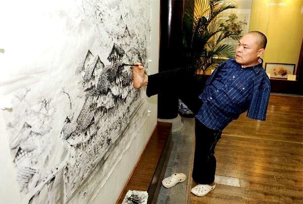 Хуан Гу Фу - Рисуване с крак