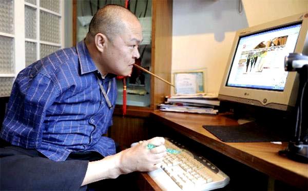 Безръкият художник Хуан Гу Фу