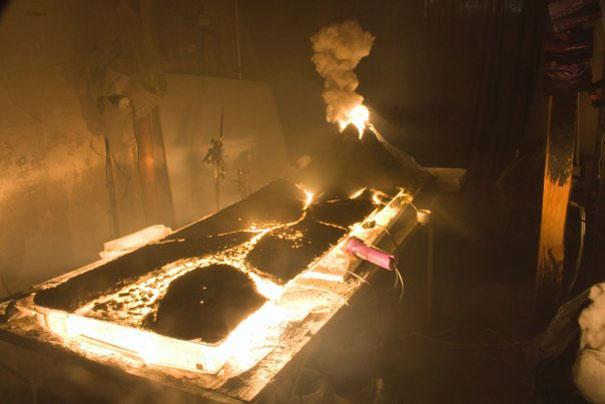 Пресъздаване на изригване на вулкан - Матю Албанез