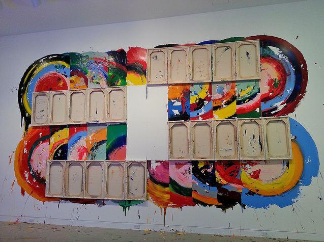 Изрисувана стена от изложбата на Ричърд Джексън