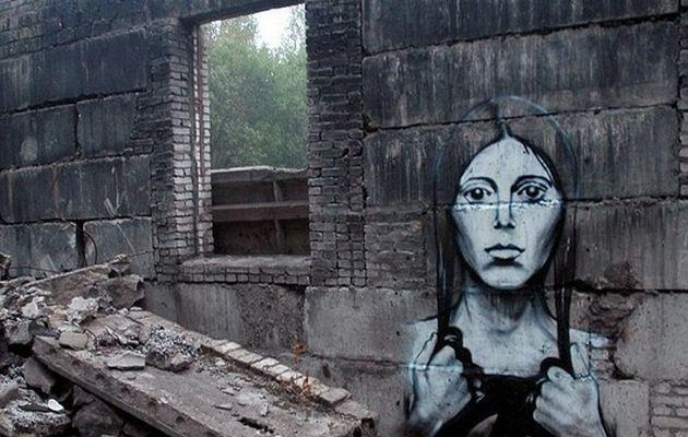 Жена, изрисувана на стена - графит на Pasha P183