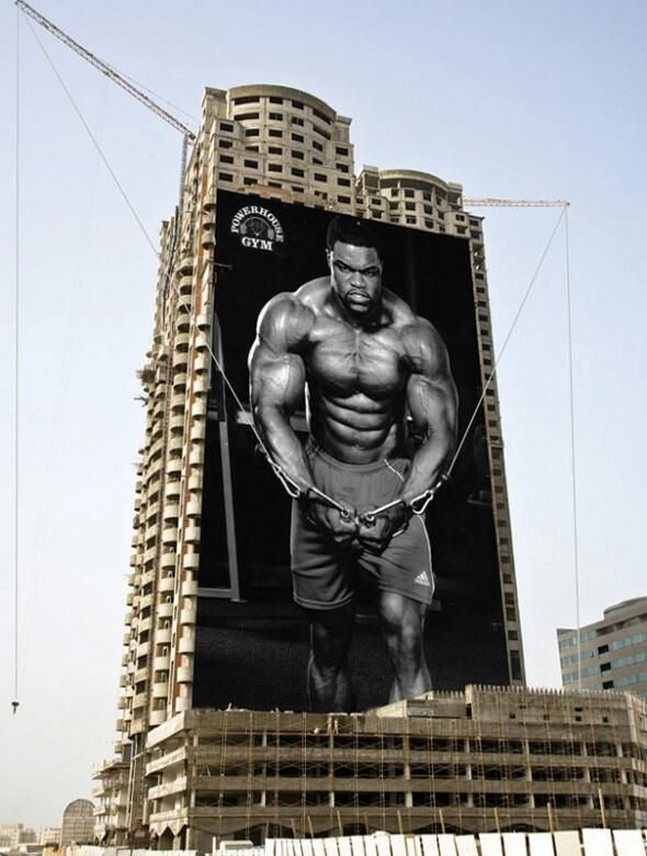 Атрактивен билборд на Powerhouse GYM.