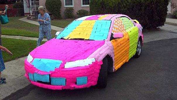 Първоаприлски шеги - цветни листчета по колата