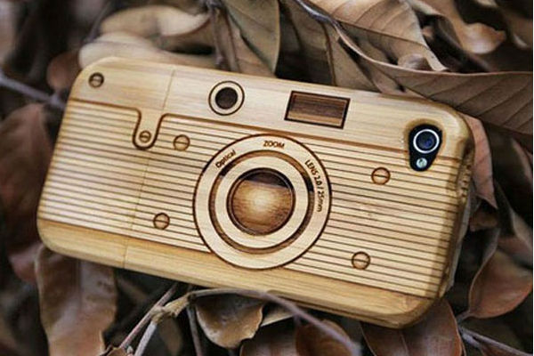 Панел за iPhone, имитиращ дървена камера