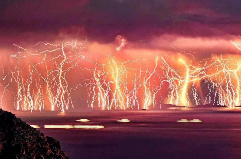 Светкавици край остров Икария, Гърция
