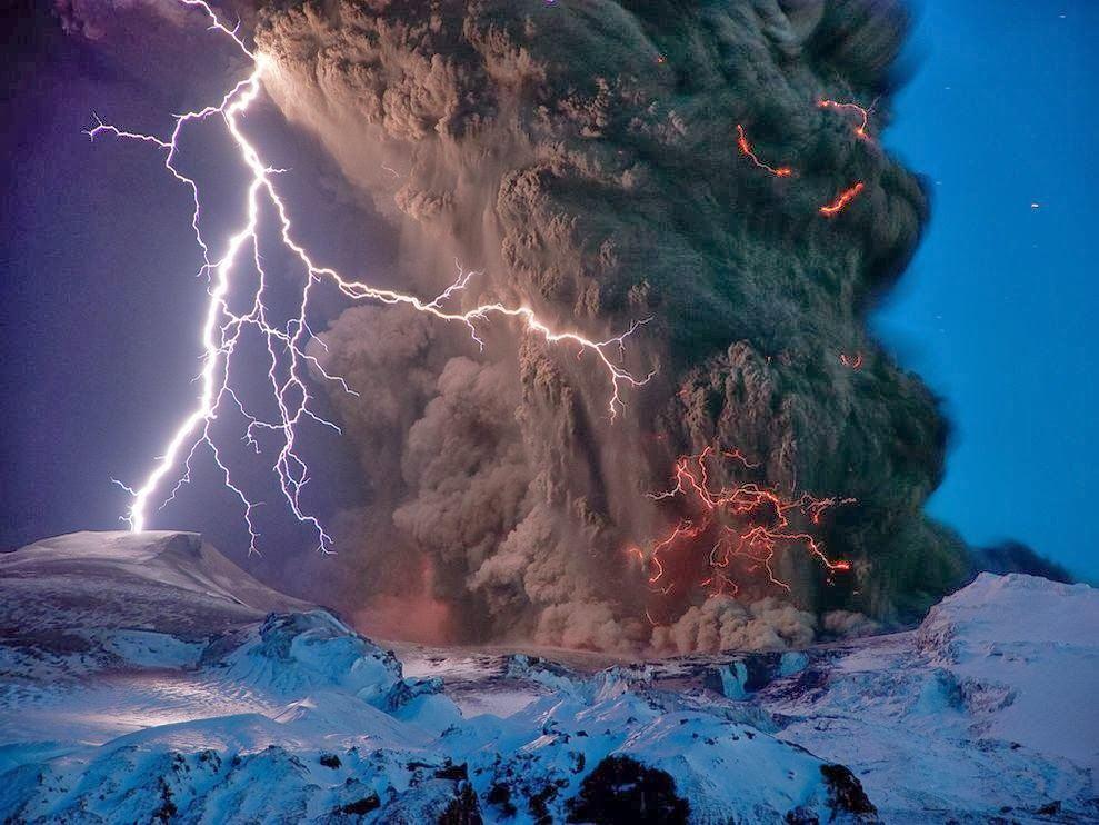 Светкавици до вулкана Eyjafjallajokull в Исландия