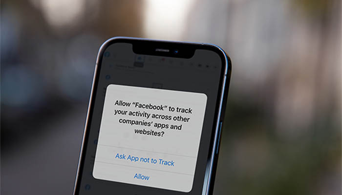 iOS14 срещу Facebook
